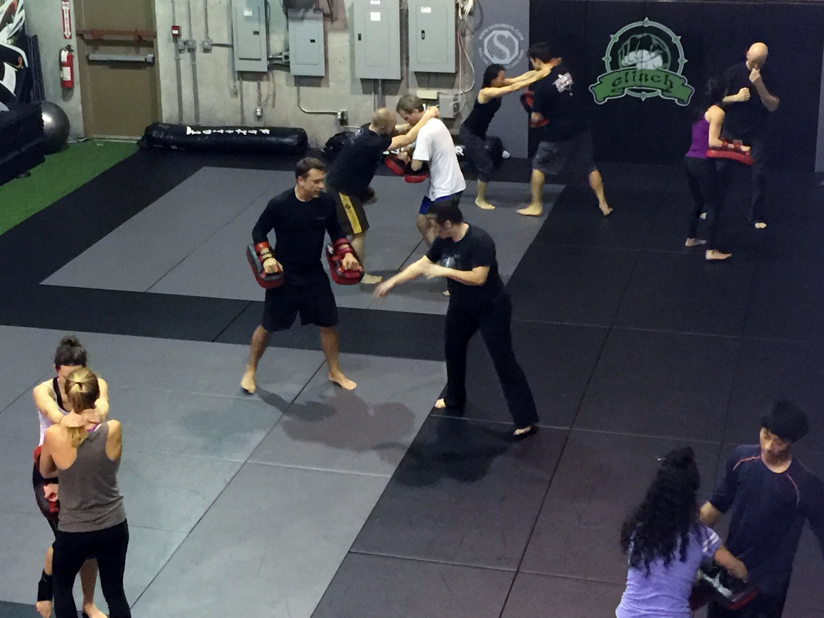 Clinch tacticalfighting.ca - Empty Hand JKD Port Coquitlam
